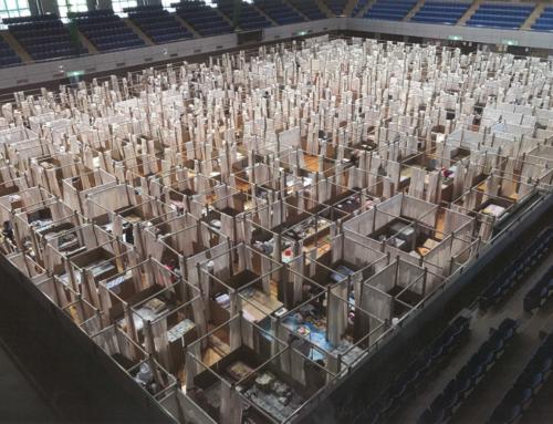 2020 九州南部豪雨/避難所用・紙の間仕切りシステム(坂茂建築設計)